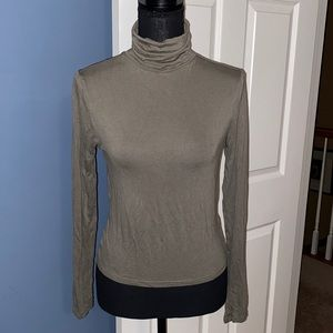 Divided H&M crop long sleeve top